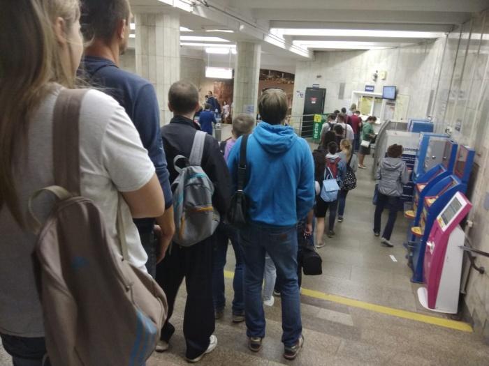 Пассажиры не могли купить сегодня утром жетоны в терминалах