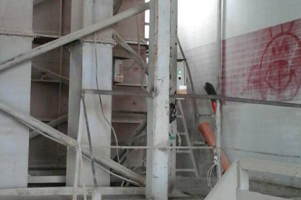 Агрегат по производству комбикормов опечатали до устранения всех нарушений