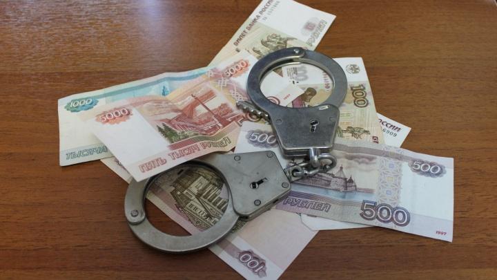 Бывшего директора учебного центра в Котласе обвиняют в обмане клиентов на 3 миллиона рублей