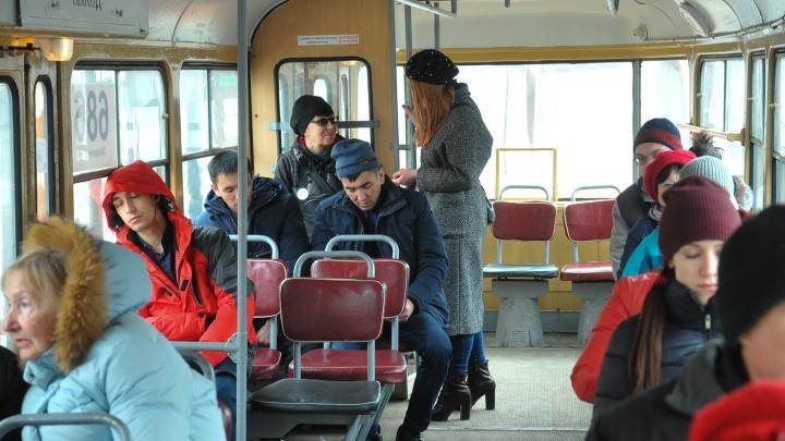 Тест-драйв Е1.RU: пытаемся расплатиться банковской картой в трамваях и троллейбусах Екатеринбурга