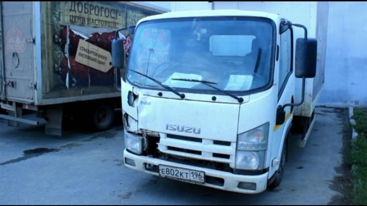 Ищут знакомых погибшего: в Челябинске водитель грузовика насмерть сбил мужчину и уехал