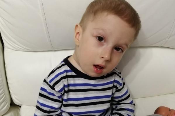 У Тимоши Павленко из Красноярска редчайшее заболевание, двухлетний малыш такой один на 2 миллиона