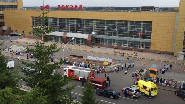 В Уфе на железнодорожном вокзале ищут бомбу