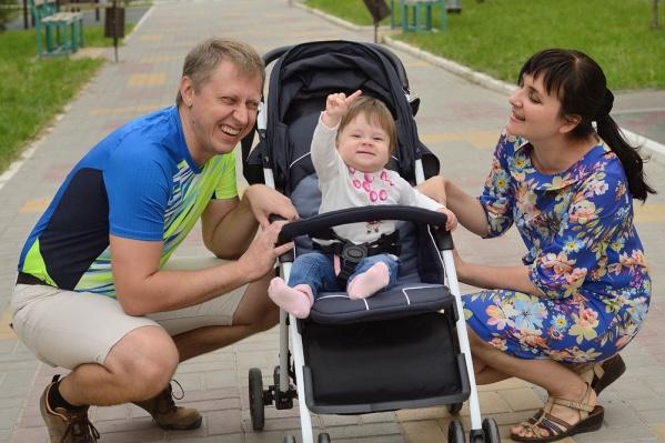Первые полтора года года с маленькой Викой сидела мама, а последние полгода — папа