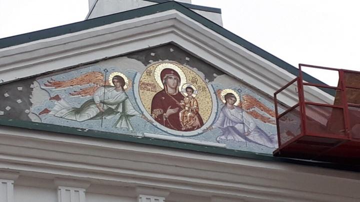 Мозаичная икона Божьей Матери появилась на фасаде Воскресенского собора