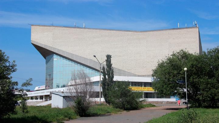 Правительство рассматривает СКК с протекающей крышей как замену «Арене-Омск»