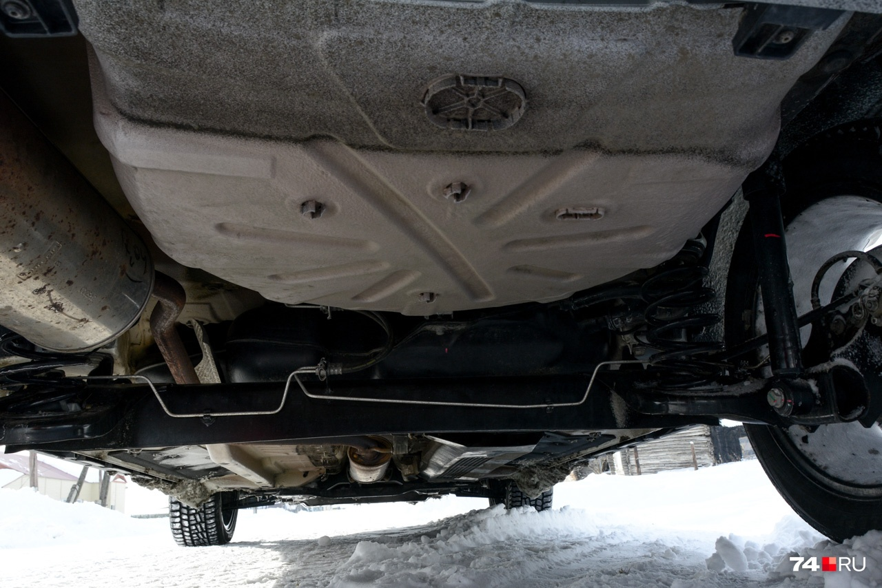Задняя подвеска — полузависимая. Её в своё время заимствовали у Renault Logan