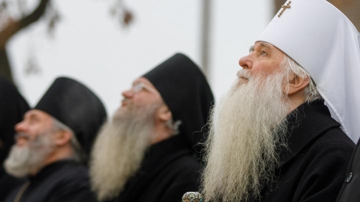 Вознесение креста на Александро-Невский собор в Волгограде — смотри лучшие фотографии