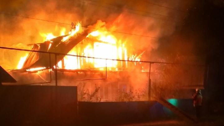 В Боровском полностью сгорел жилой дом с мансардой