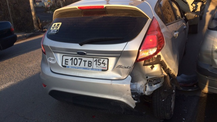 Водитель«Тойоты» устроил массовую аварию в Дзержинском районе