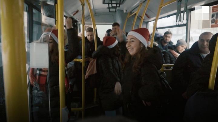 Красноярские студенты устроили танцевальный флешмоб в автобусе