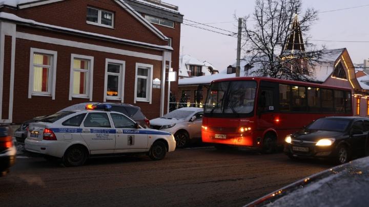 «Пять аварий в центре Ярославля»: город встал в серьёзные пробки. Хроника