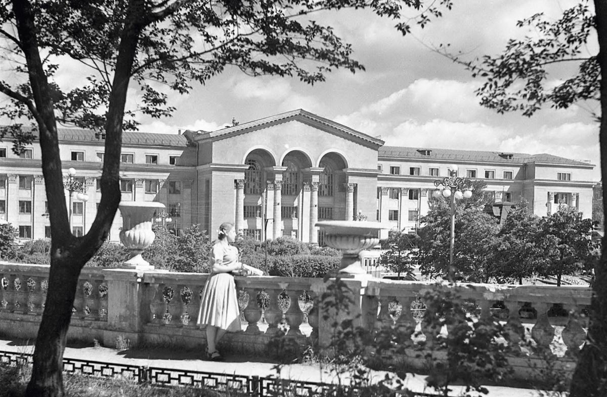 УрФУ на Ленина. 1954 год. Фото Б. Назарова (ГАСО)