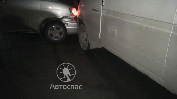 «ГАЗель» столкнулась с «Тойотой» на Гусинобродском шоссе