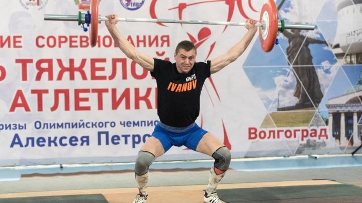 «С железом мы неразлучны»: в Волгограде на турнире Алексея Петрова определили сильнейшего штангиста