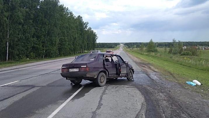 Двух человек увезли на скорой после тройного ДТП на Северном обходе