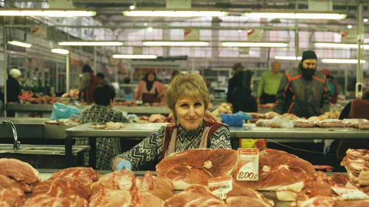 Привет из девяностых: омские рынки глазами фотографа