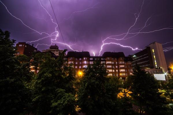 В ближайшие сутки в Новосибирске и области ожидаются грозы с порывистым ветром