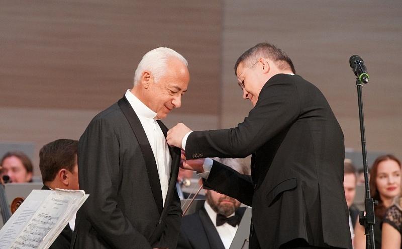 «Мы счастливы, что вы у нас есть!»: Владимира Спивакова в Уфе наградили орденом