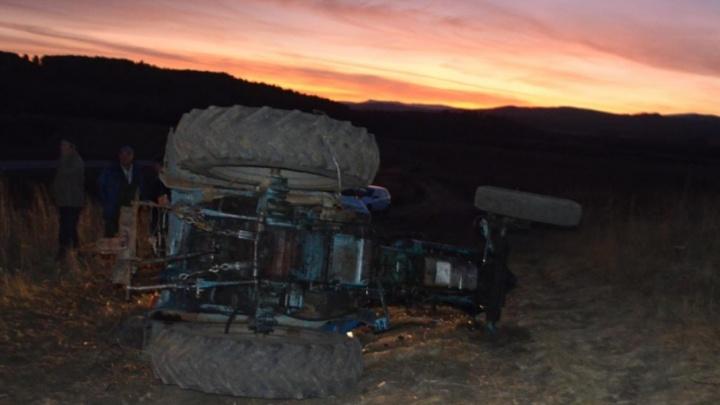 На проселочной дороге в Башкирии погиб тракторист