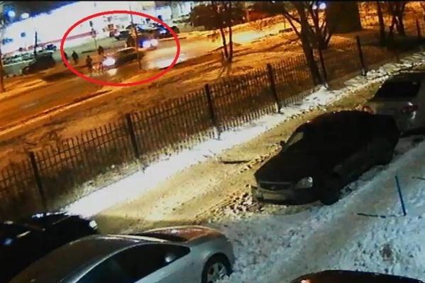 На стоп-кадре также видно, что подростка сбили на «зебре»