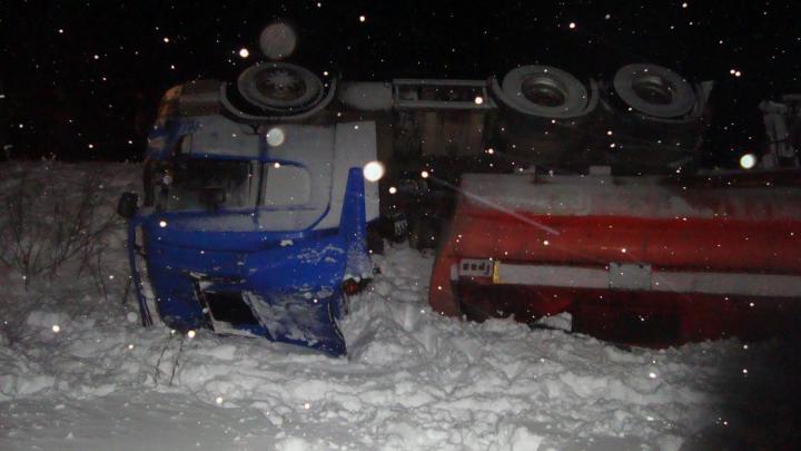 В Котласском районе погиб водитель перевернувшегося бензовоза