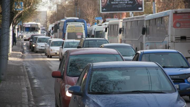 Только каждая пятая новосибирская семья может позволить себе новую машину