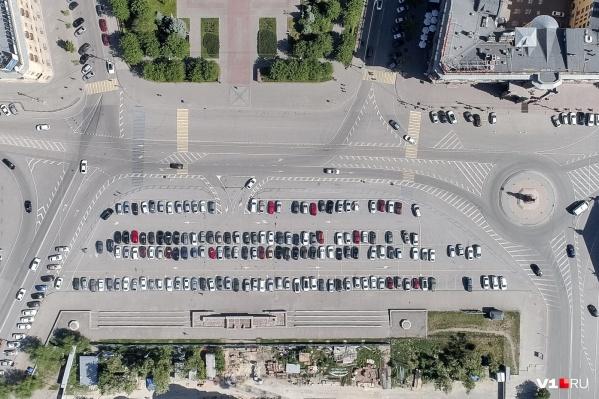Общественники больше всего обсуждали площадь Павших Борцов