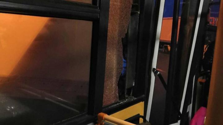В Рощино автобус по пути к самолету столкнулся с грузовиком