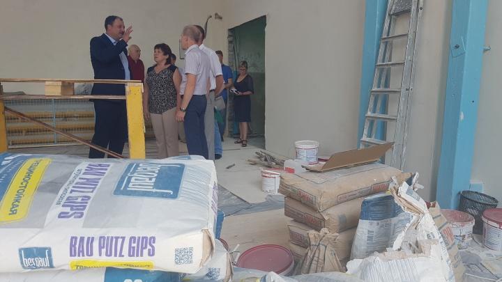 «7,5 миллиона, а ремонта как не было»: в Зауралье разработают стандарты ремонта школ и больниц