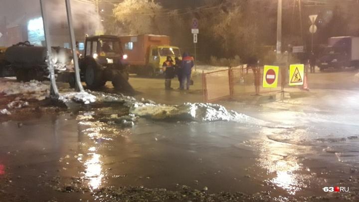 На улицах — настоящее бедствие! Дома в районе автостанции «Аврора» остались без холодной воды