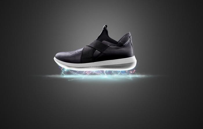 Отличительная особенность новой модели — верх обуви и подошва соединяются без клея и швов, гарантируя долгую жизнь паре