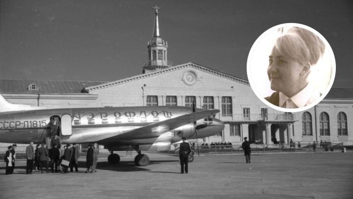 Бортпроводница играла в самолете на аккордеоне: в Екатеринбурге покажут раритетные фото авиаотряда