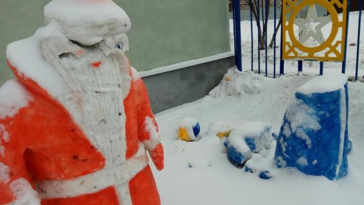 В Уфе вандалы разрушили новогодние фигуры