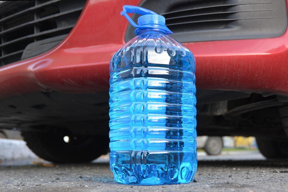 Почти все жидкости для стеклоомывателя имеют синий цвет, но разный состав