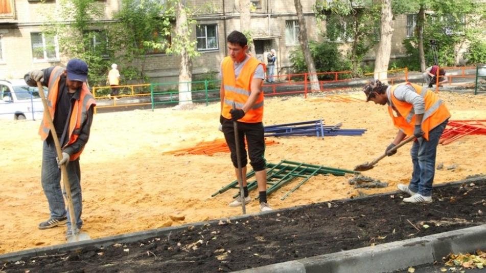 Вместе с новыми лавочками и асфальтом челябинцы хотят видеть во дворах современные детские площадки