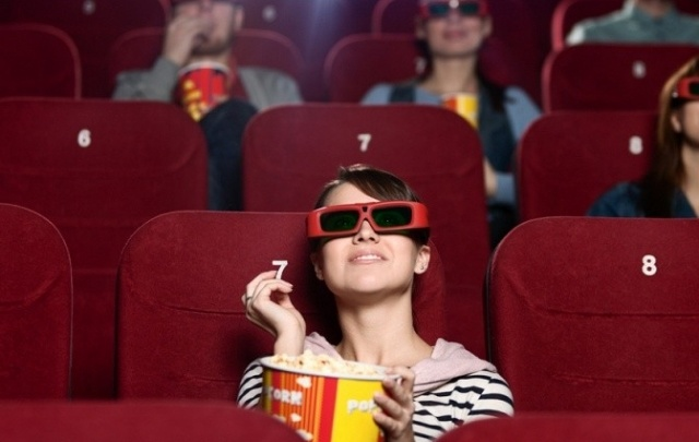 Что посмотреть в кино в новогодние праздники и как сэкономить на билетах?