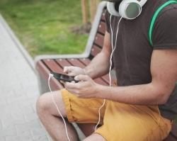 Абоненты Tele2 могут пользоваться популярным музыкальным сервисом