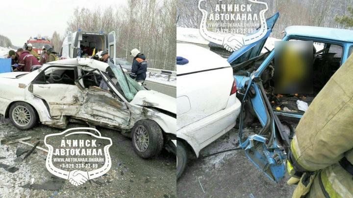 В лобовом столкновении под Ачинском погибли три человека
