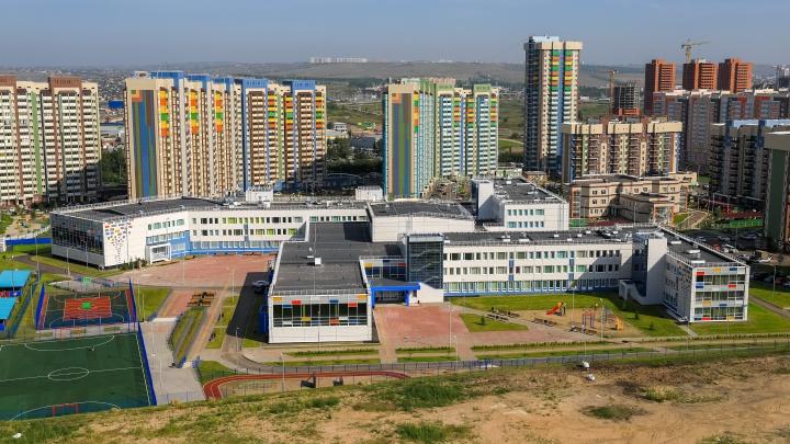 «Вы о таком могли только мечтать»: показываем изнутри новые школы в Покровском и Солнечном