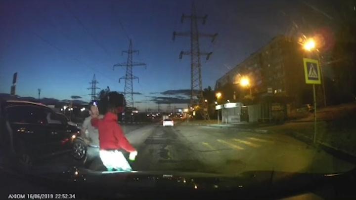«Мортал Комбат» по-тольяттински: пассажиры дорогих иномарок подрались у ГЭС