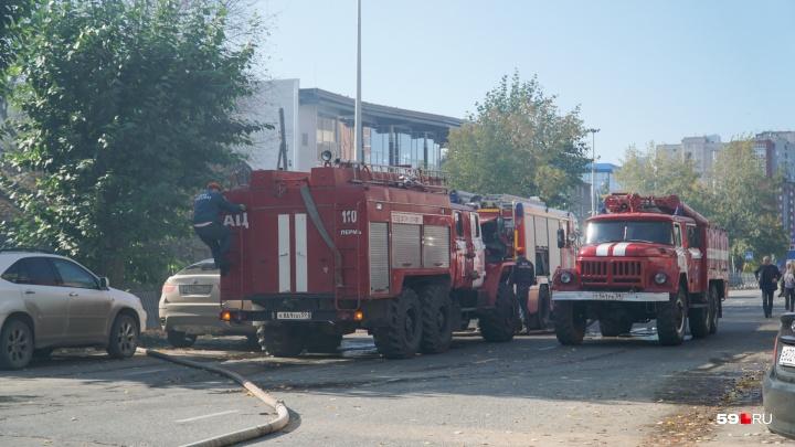 В Перми из-за пожара на улице Окулова образовалась пробка