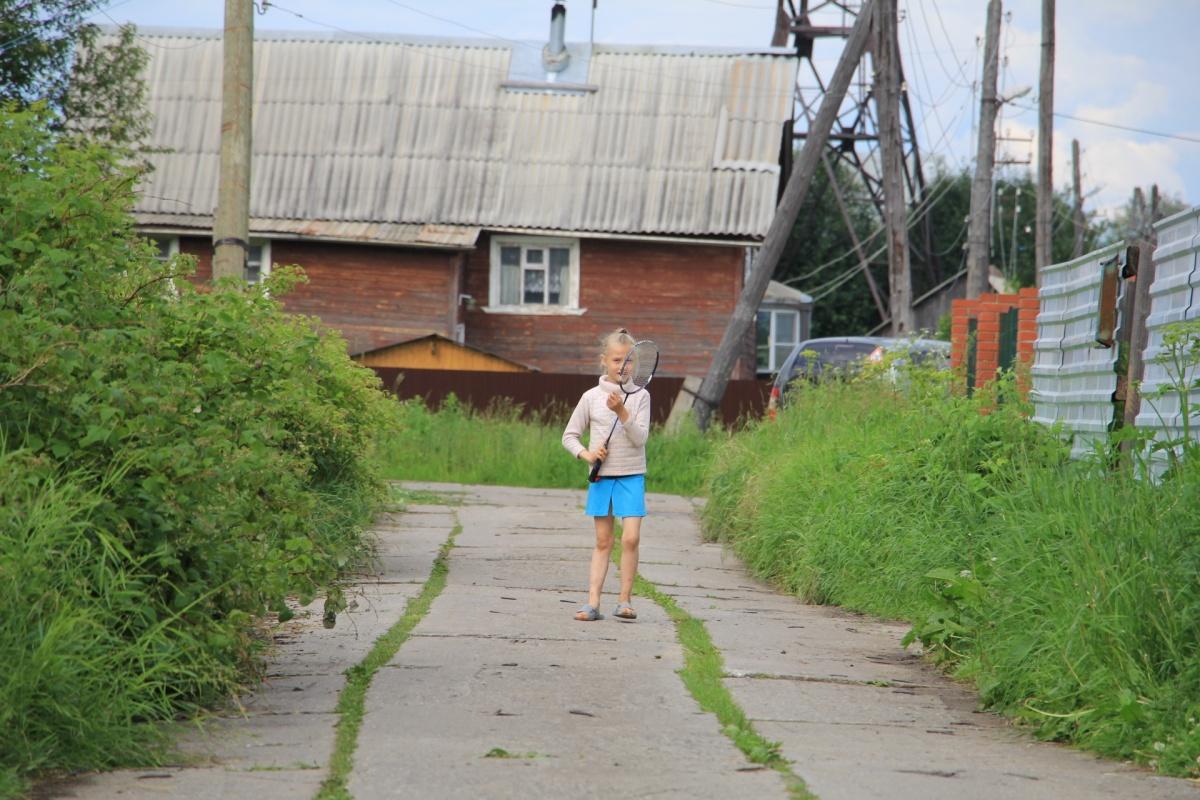 В основном здесь деревянные дома и узкие улочки