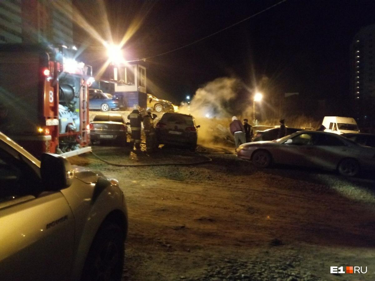 Минувшей ночью вЕкатеринбурге сгорели Touareg, Опель Astra и Тойота Camry