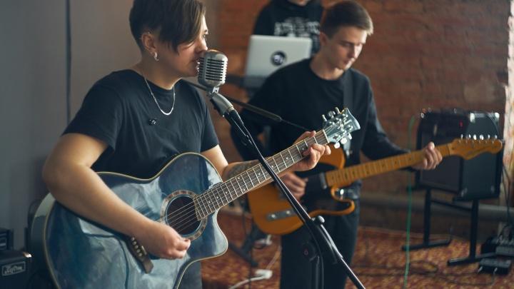 Расслабьте глаза: новосибирская группа выпустила новый альбом со стереокартинкой на обложке