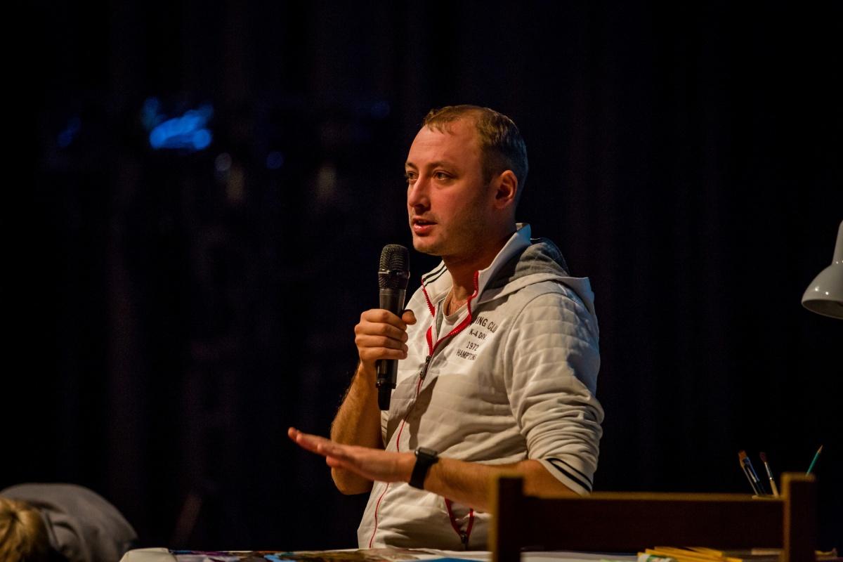 Тимофей Кулябин работает главным режиссёром «Красного факела» с 2015 года