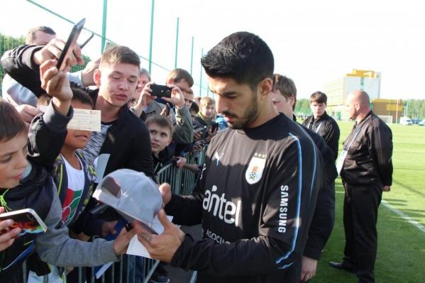 Главная звезда сборной Уругвая Луис Суарес пользовался особым вниманием поклонников