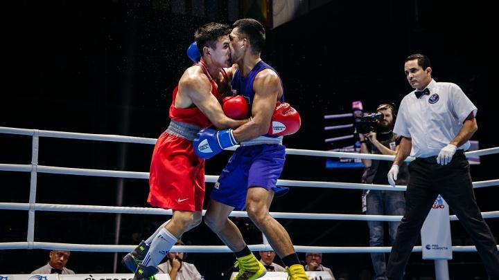 Сломанные носы, кровь и обнимашки на ринге: чемпионат мира по боксу в 20 фото