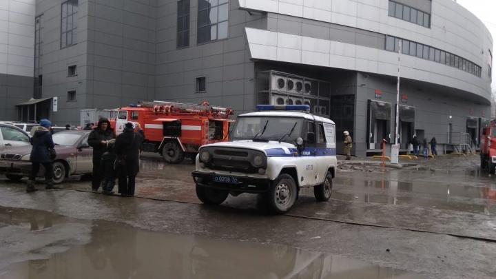 Все на выход: из торгового центра на «Берёзовой роще» эвакуировали посетителей