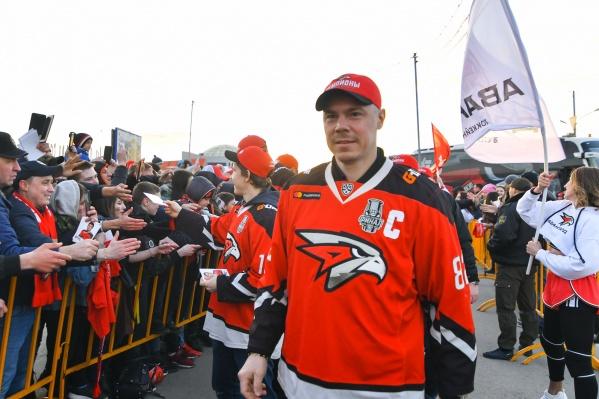 Евгений Медведев на закрытии хоккейного сезона в Омске